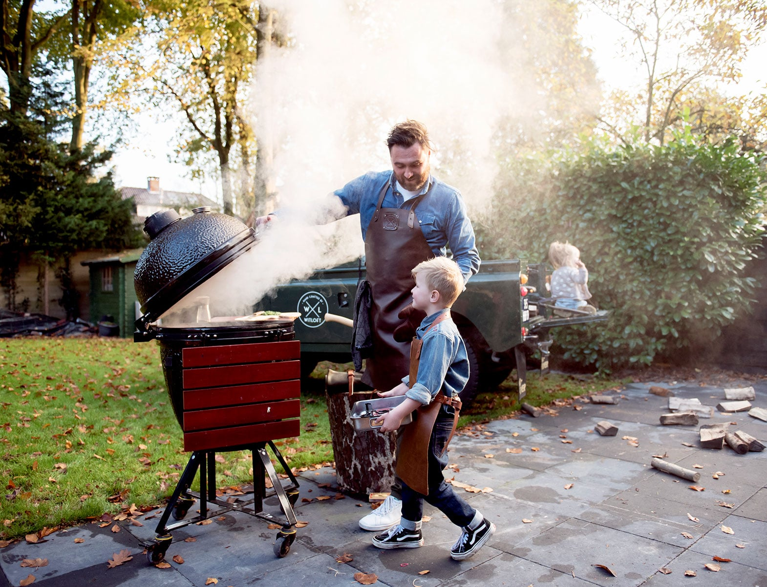 WITLOFT Kids in the backyard Story son helping dad grilling meat