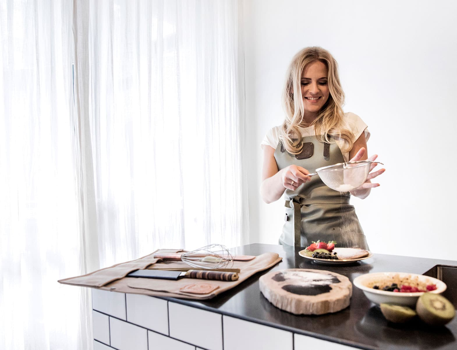 WITLOFT Cooking at home Story wearing an Olive Comfort Collection